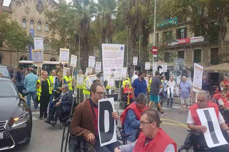 Élite Taxi Social asiste a la manifestación de personas con discapacidad