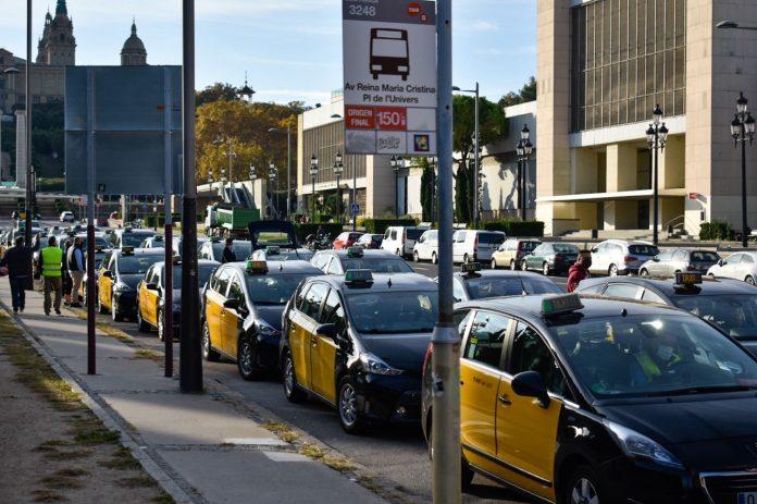 Siguen los engaños de Uber en Barcelona al no disponer de taxis en su aplicación