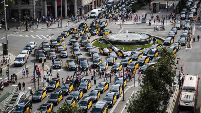 Uber amenaza con ejercer esa habitual delincuencia de guante blanco